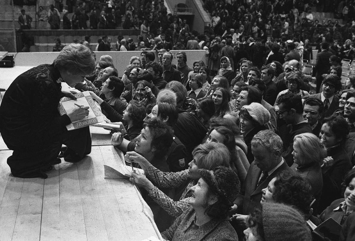 Sovjetski pesniki so bili skoraj kot nekakšni aktivisti za človekove pravice.