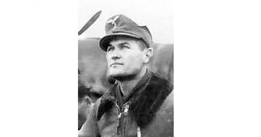 Mato Dukovac, ás da Legião da Força Aérea Croata, e seu Messerschmitt Bf 109G-2. Dukovac abateu 44 aeronaves soviéticas.