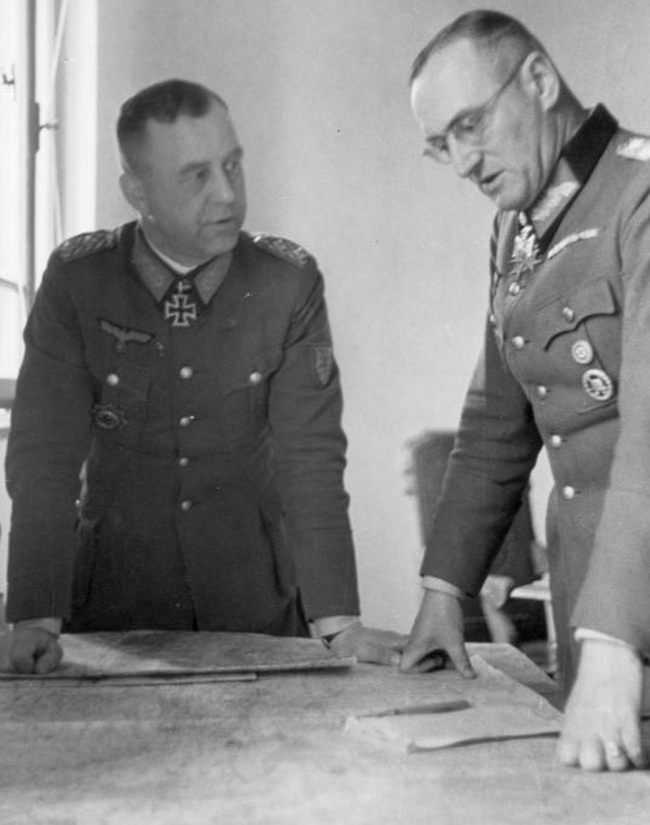 Les généraux Otto Weller (à gauche) et Ferdinand Schörner en 1944.