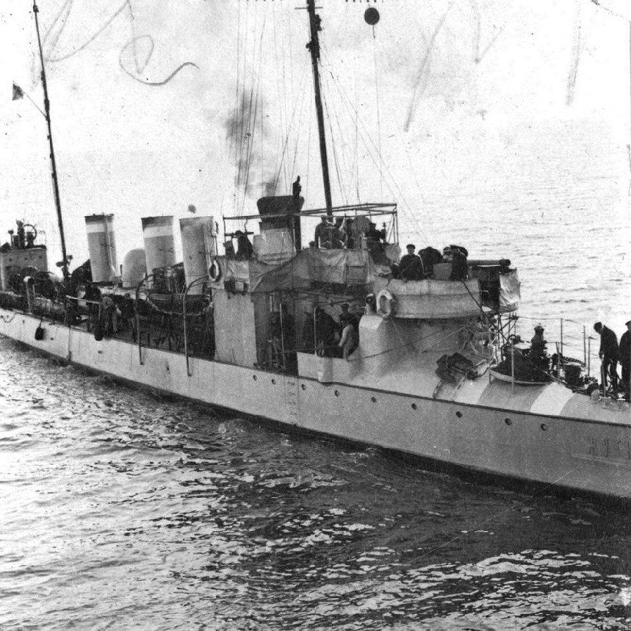 """Il cacciatorpediniere """"Zhutkij"""", 1915"""