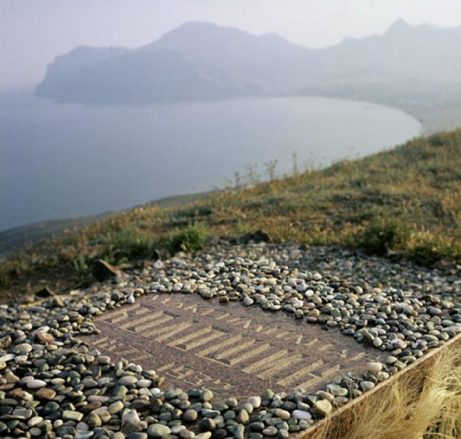 Nagrobni kamen Vološina v Koktebelu na Krimu.