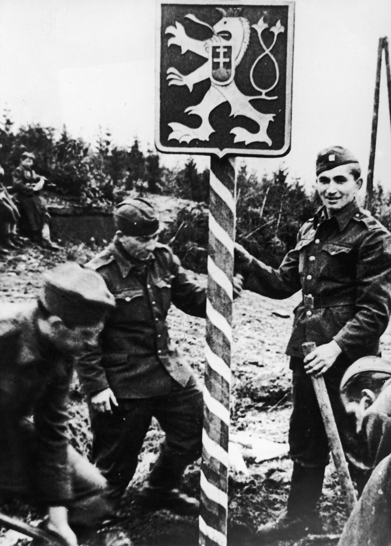 Czech soldiers wearing Soviet uniforms erect a new frontier post near the Dukla Pass, in a newly liberated part of their country, 13th December 1944.