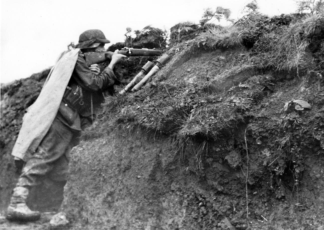 Нацистката пропагандна снимка показва членове на германския Вермахт в Карпатите на Източния фронт. Снимката е направена през октомври 1944 г.