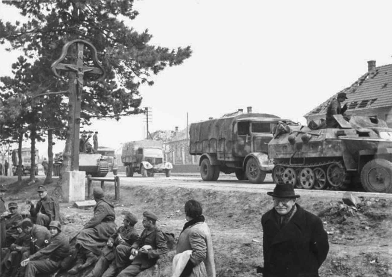 Tropas alemanas en Hungría.