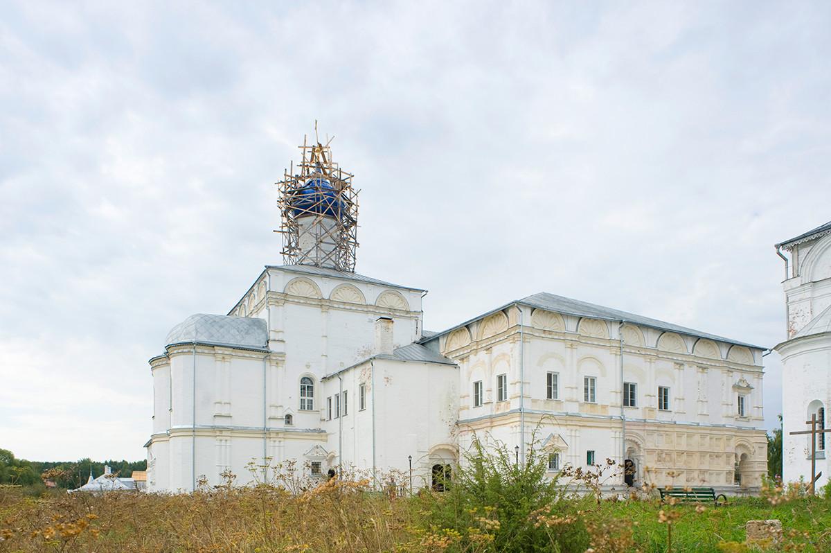 Trinity-Danilov Monastery. Refectory Church of the Praise of the Virgin. August 21, 2013.