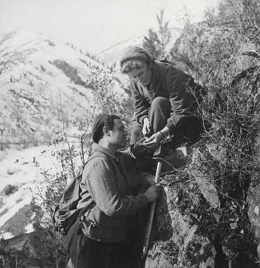 Géologues dans les monts Saïan