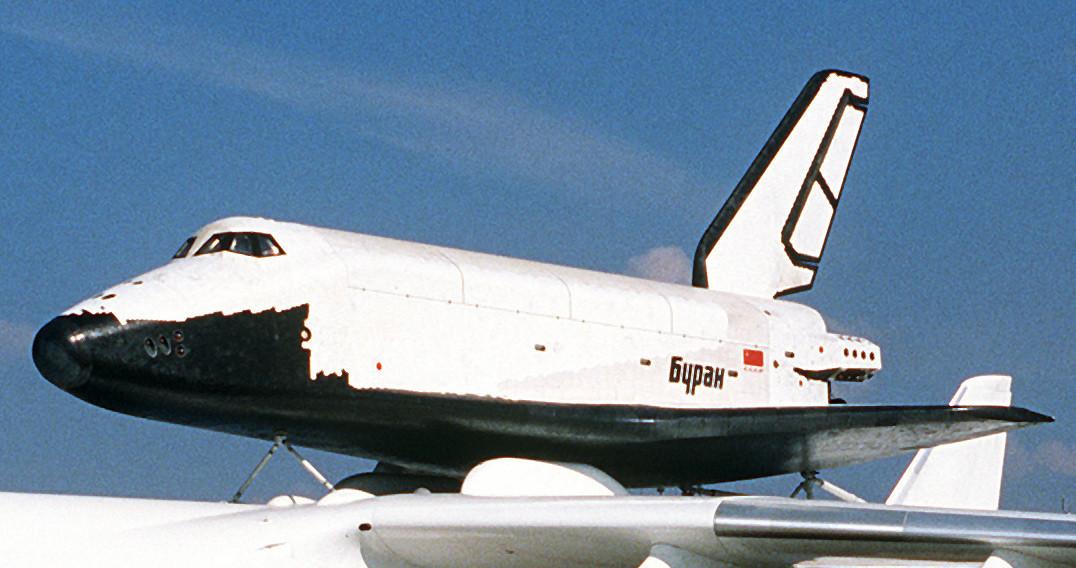 Pesawat antariksa Buran.