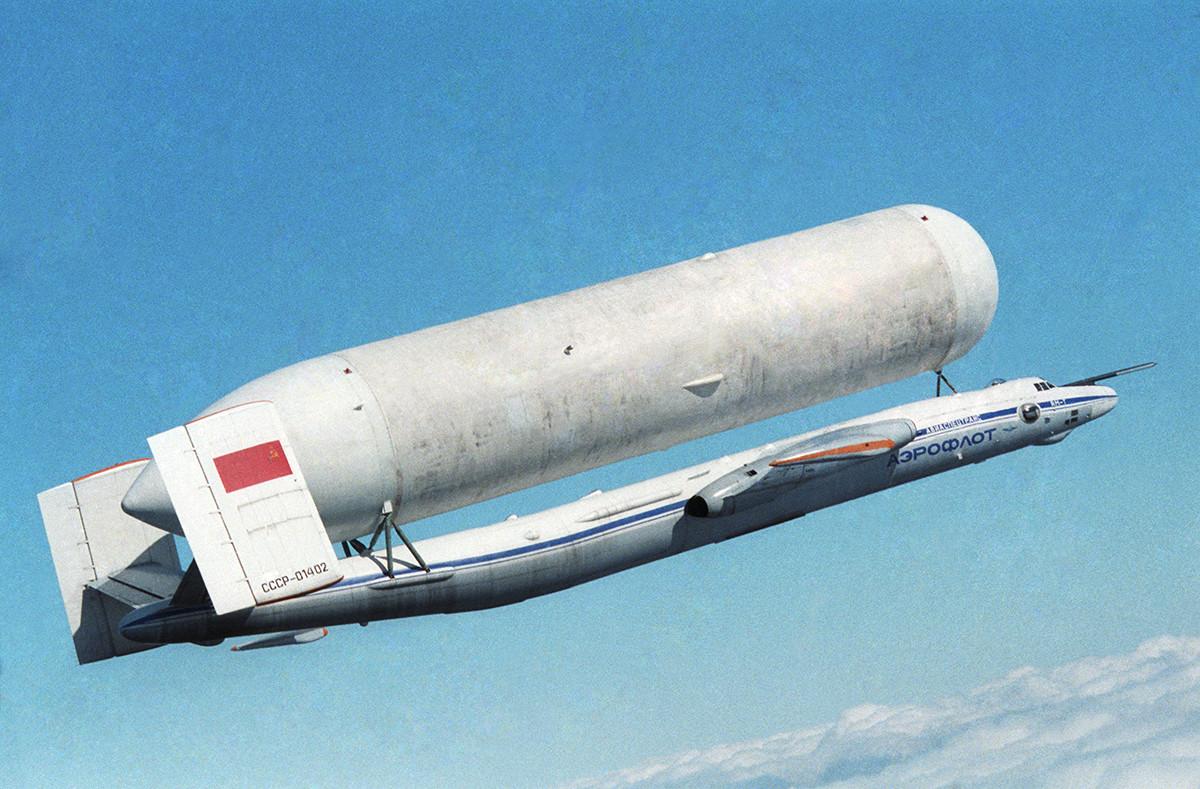 Pesawat angkut Atlant, 1990.