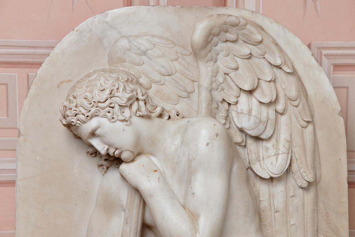 イワン・マルトス、大公妃エレナ・パヴロヴナの銅像のレリーフ、1806年、大理石、研削加工