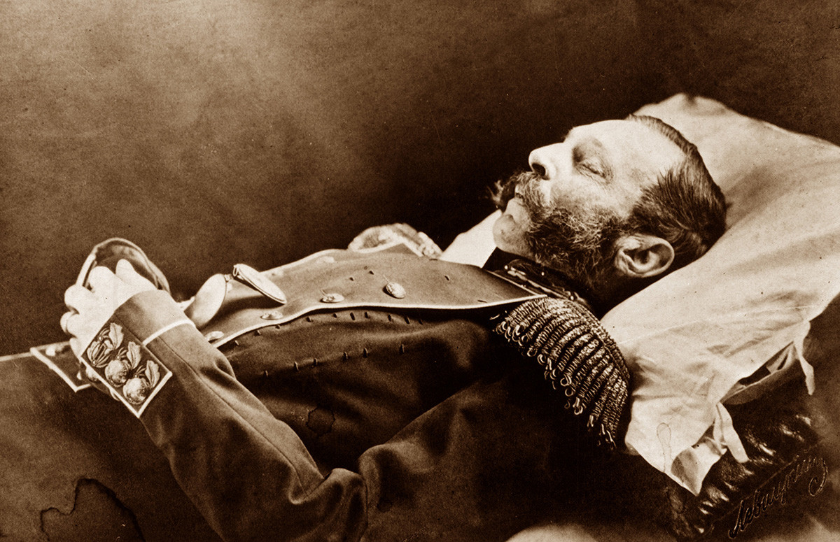 Alexander II on his deathbed (photo).