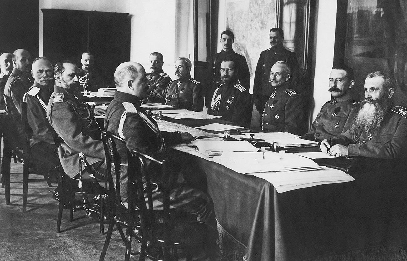 Nicola II nel quartier generale del capo dell'esercito imperiale russo a Mogilev, 1916