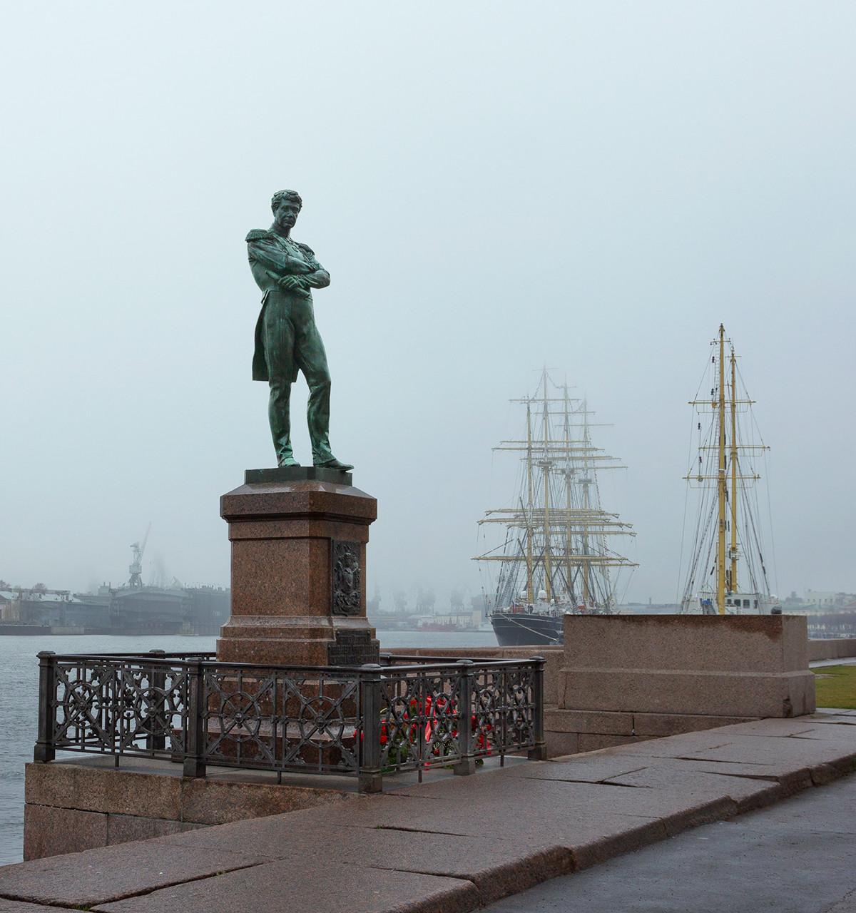 Monument en l'honneur de Krusenstern à Saint-Pétersbourg