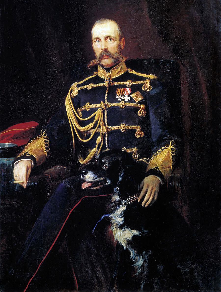Portret Aleksandra II. Delo ruskega umetnika Konstantina Makovskega (1839-1915). Car je oblečen v vojaško uniformo s cigaro v roki in psom.