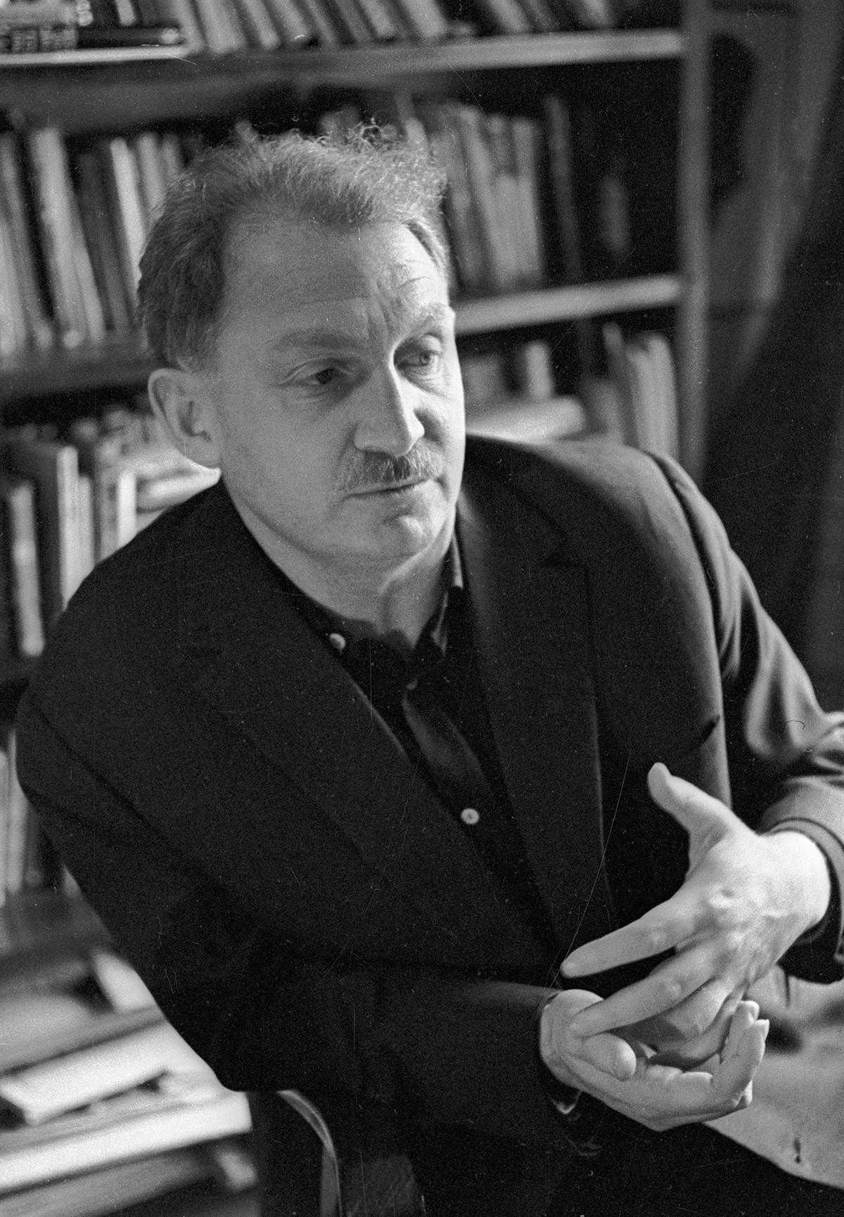 Boris Slutsky was a poet of sharp lines and precise formulas.