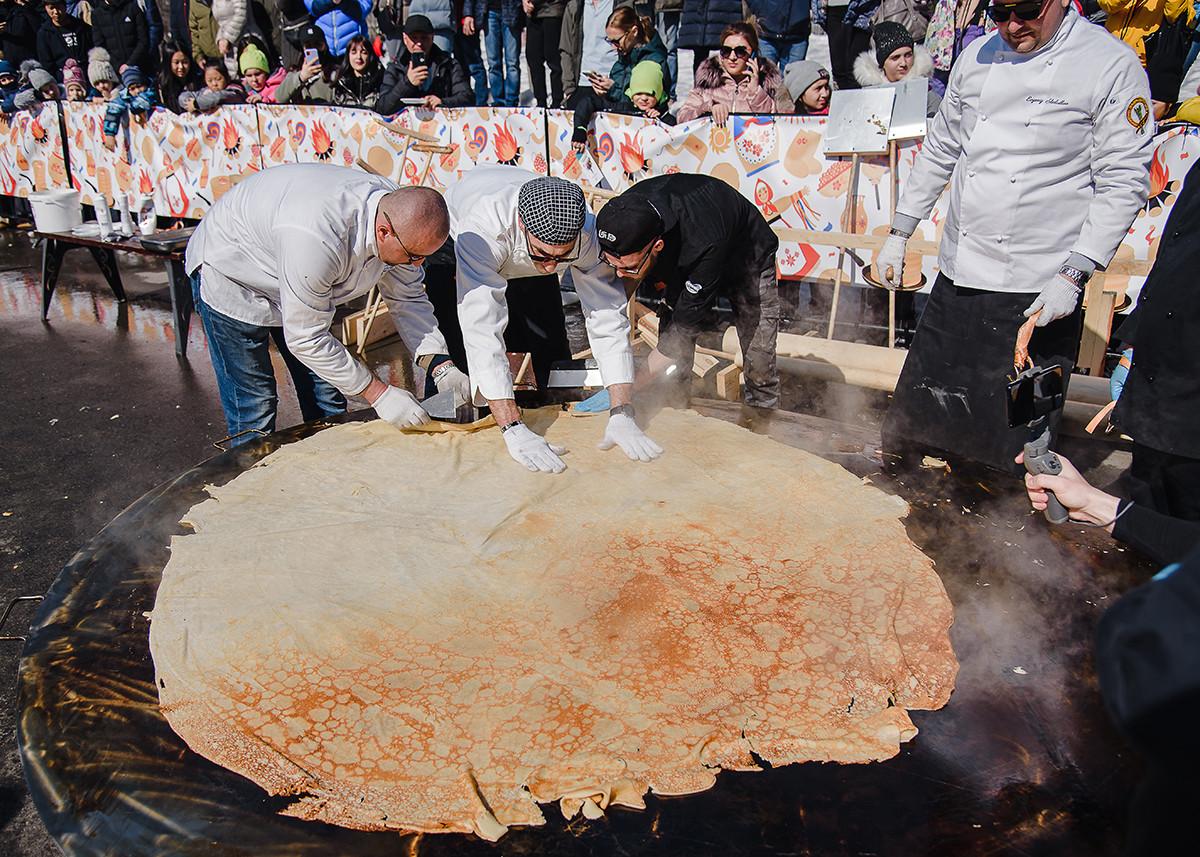 Perayaan Maslenitsa di Yuzhno-Sakhalinsk, Rusia.