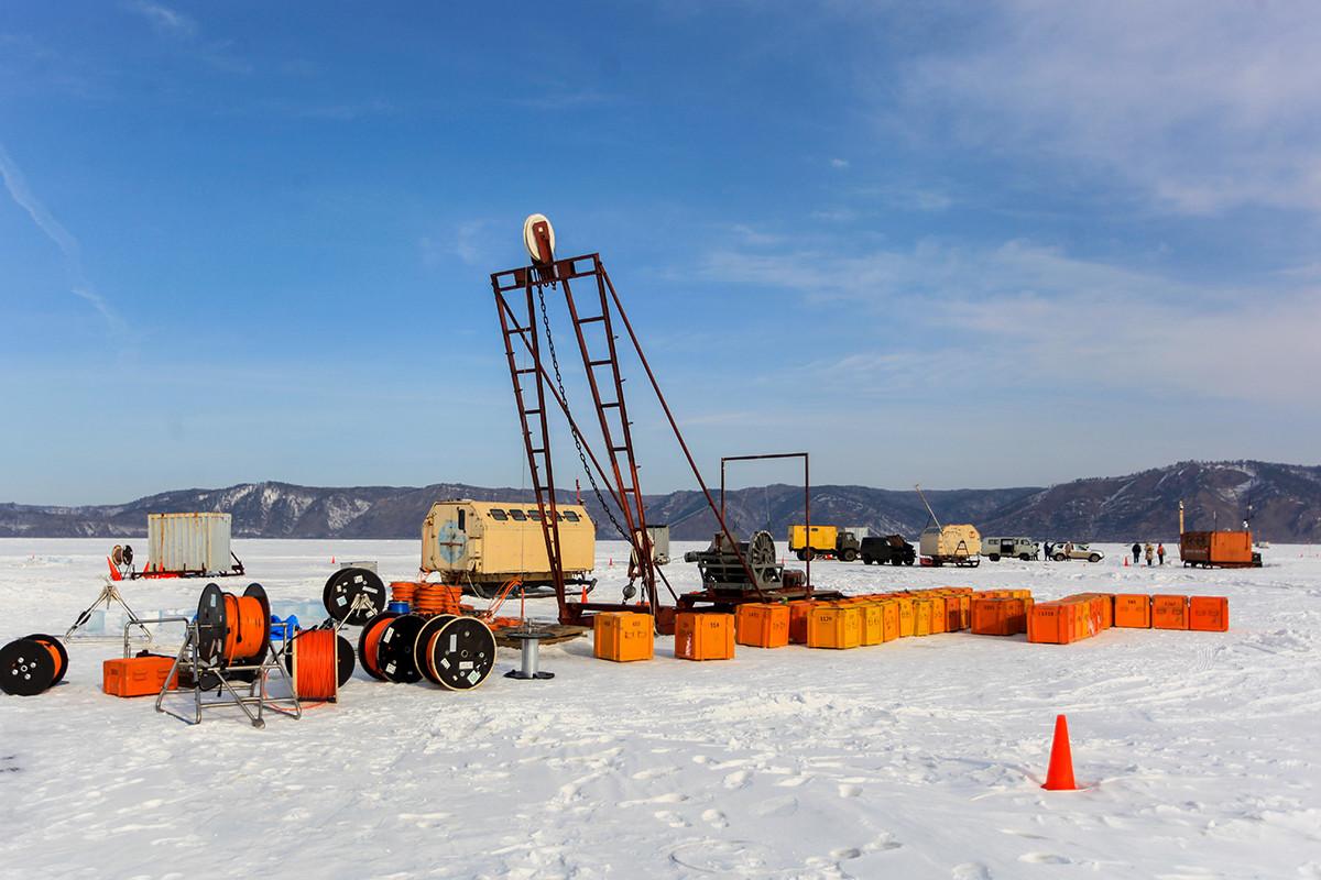 Priprema za spuštanje podvodnog teleskopa Baikal-GVD na jezeru Bajkal.