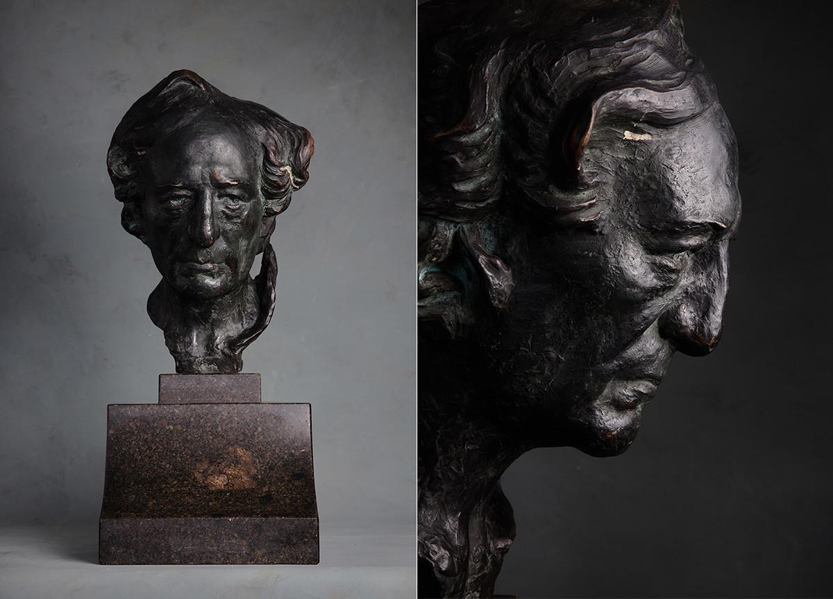 Sergueï Oukhtomski. Portrait du poète Fiodor Tiouttchev. 1910. Bronze.