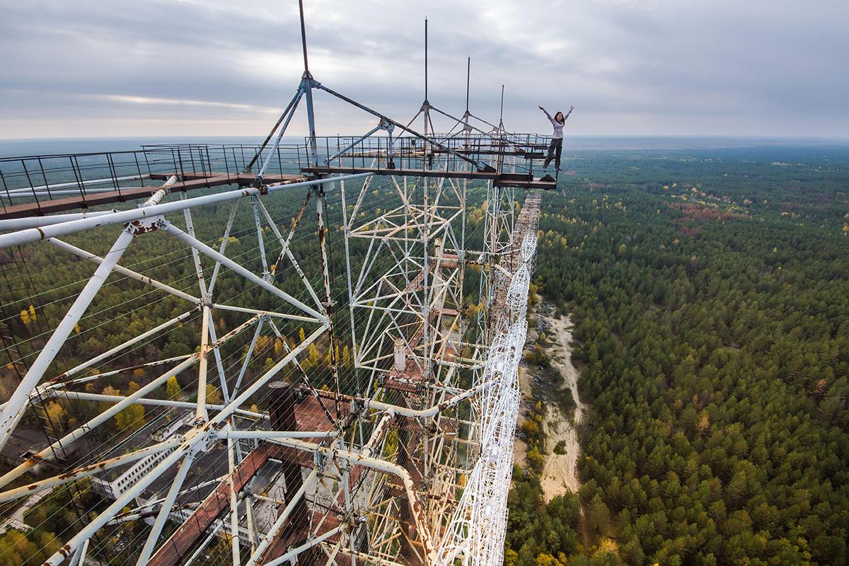 """Бивши војни радарски систем """"Дуга"""" у Чернобиљској зони отуђења, Украјина. Данашњи изглед, поглед одозго."""