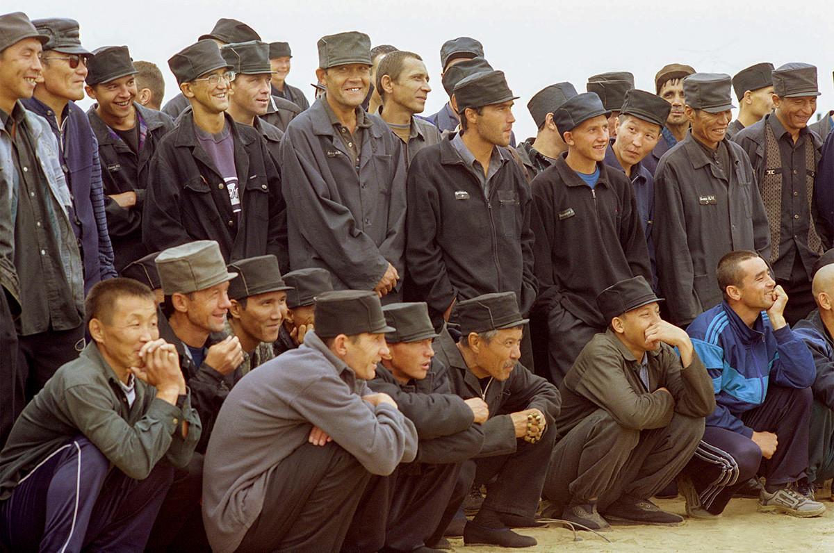 Spettatori durante un evento sportivo organizzato per i detenuti degli istituti correttivi della Buriazia