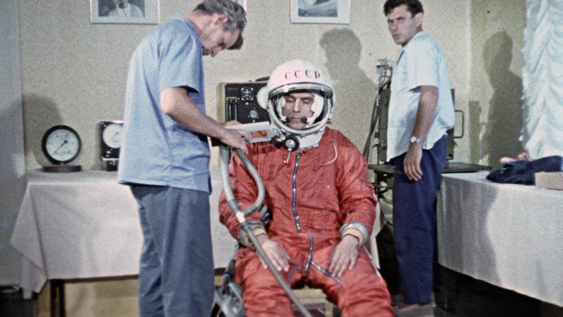 Vladímir Komarov antes del accidente mortal.