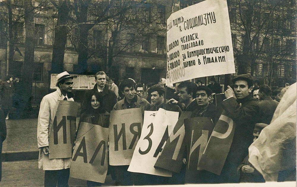 Gli studenti italiani alla Festa del 1° maggio, 1963