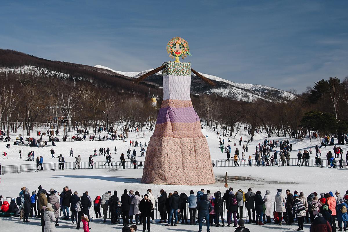 La Maslenitsa se celebra en Yuzhno-Sajalinsk, Rusia