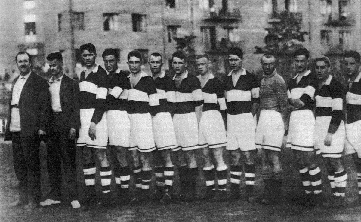 Football team of the Producers' Cooperative Society in 1934. Andrei Starostin - 4th from left, Nikolai - 5th from left, Alexander 7th from left, Pyotr - 3rd from right)
