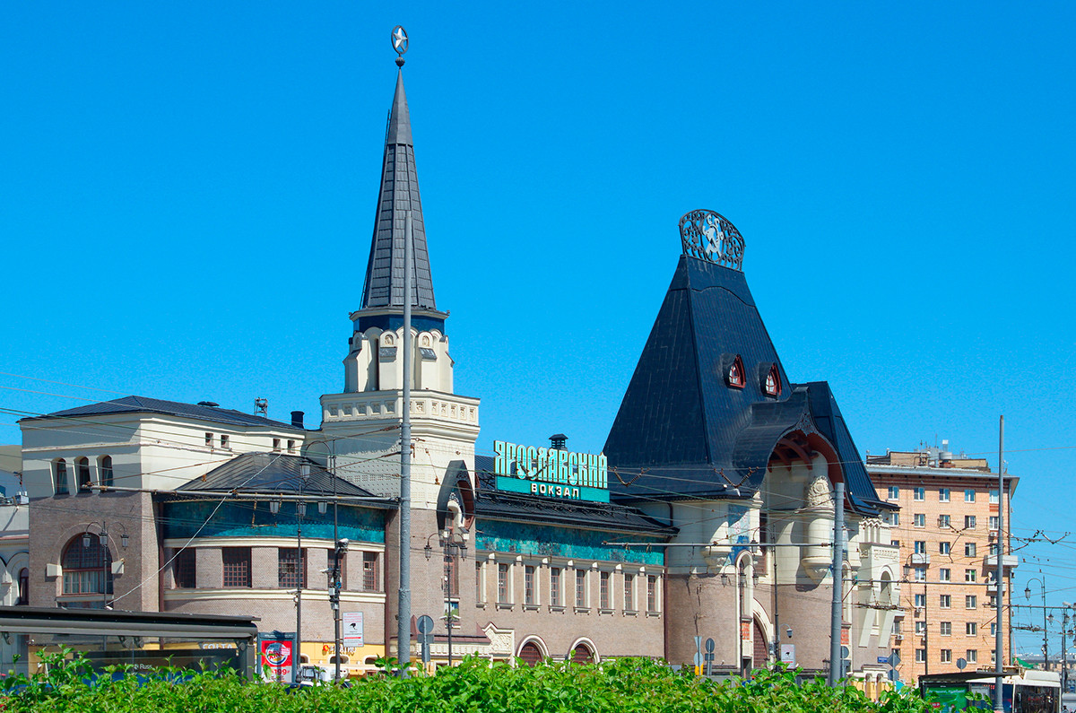 La stazione ferroviaria Yaroslavskij a Mosca, ridisegnata nel 1902-1904 dopo un progetto di Fjodor Schechtel