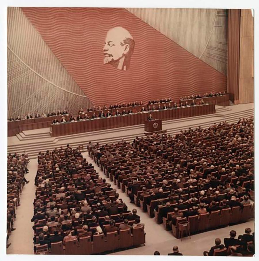 新しい大会宮殿で行われた第22回共産党大会。フルシチョフがここで非スターリン化の推進を指示した