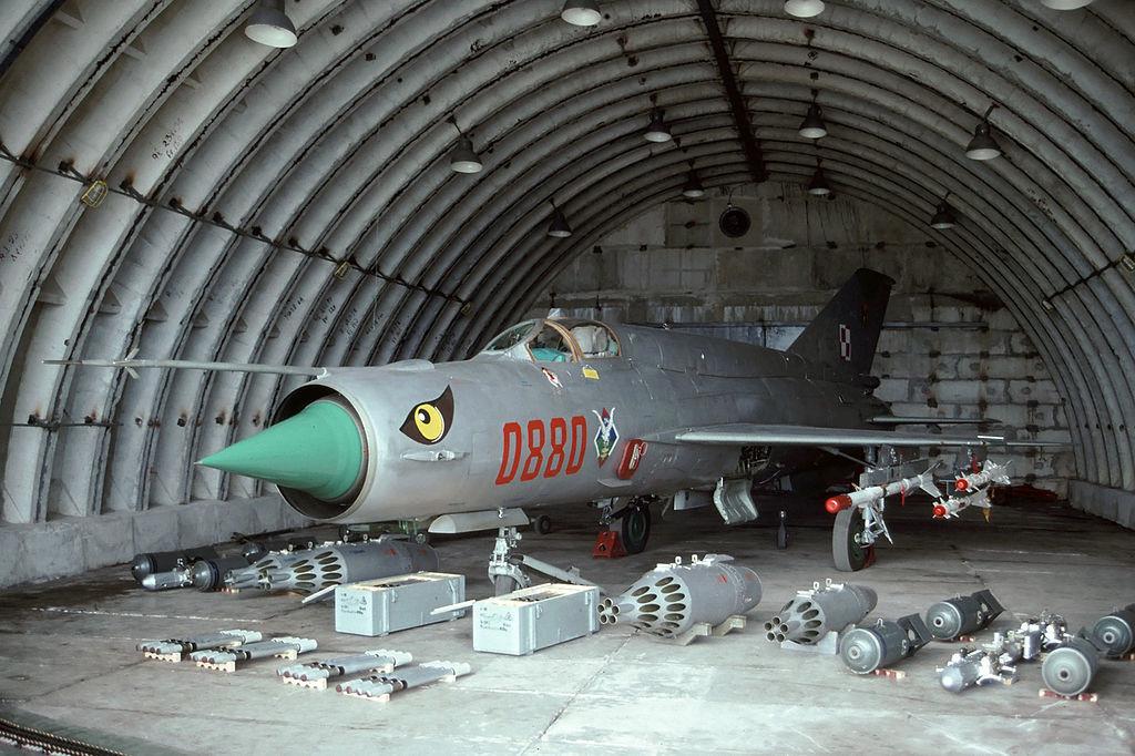 Base de Gdynia-Babie Doly, principal base aérea de la Marina polaca. En 1995 los MiG-21 del 1 DLMW estaban estacionados en ella.