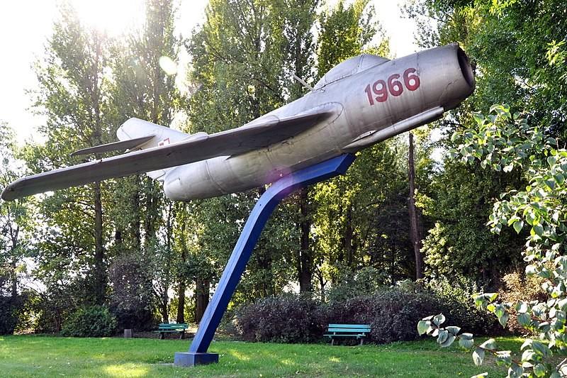Producido en 1949 en la Unión Soviética, este MIG-15 No. 0234 que ahora es un monumento s uno de los primeros cinco aviones de este tipo que llegaron a Polonia el 19 de julio de 1951.