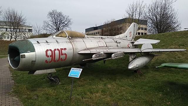 MiG-19 expuesto en el Museo de la Aviación de Cracovia