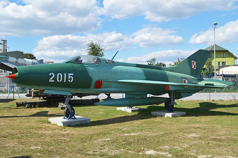 Este ejemplar de MiG-21F-13 la antigua Fuerza Aérea Polaca está expuesto en el Muzeum Sit Powietrznych de Deblin, Polonia.