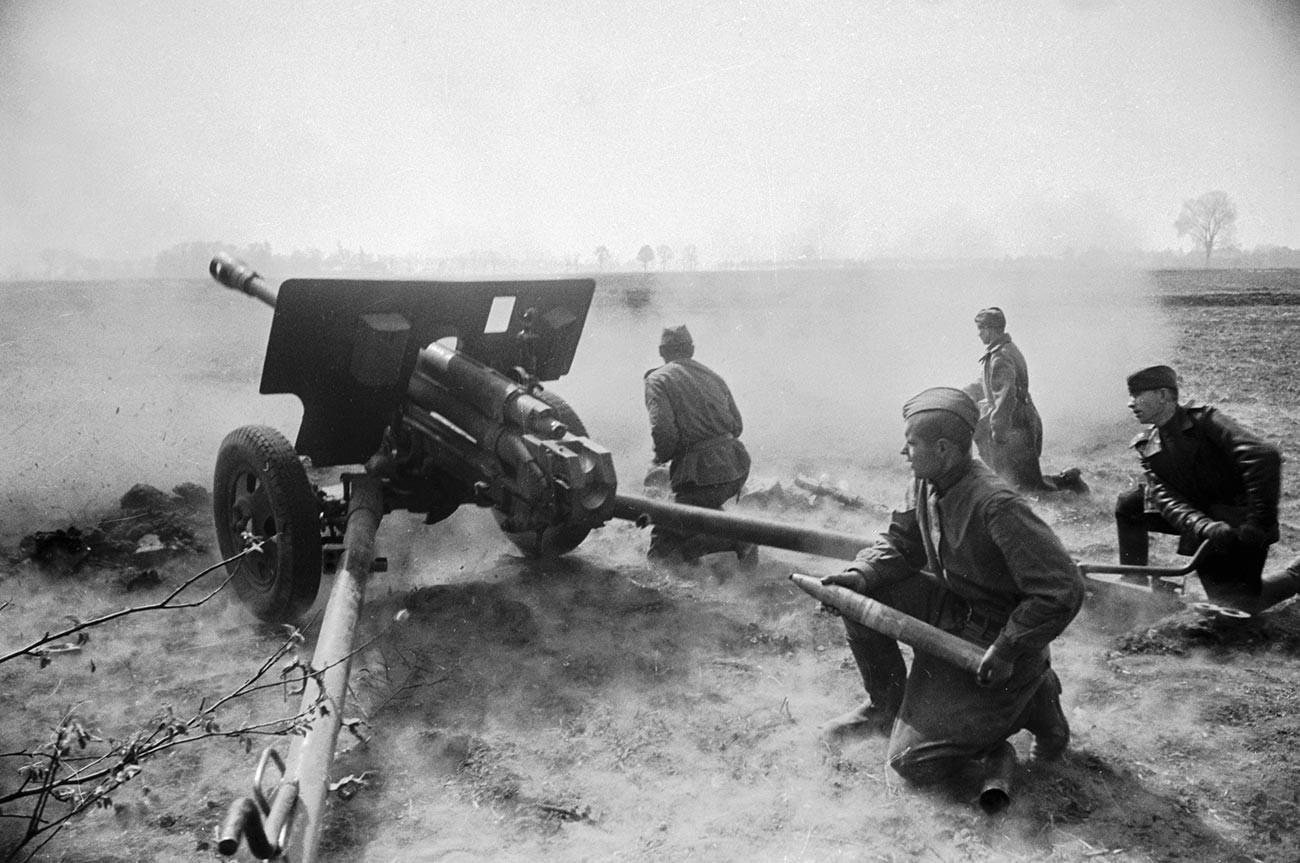 Артилериска посада во борба.