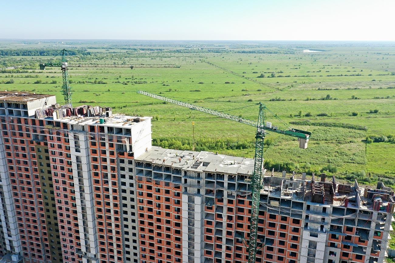 Construcción de edificios residenciales en Riazán.