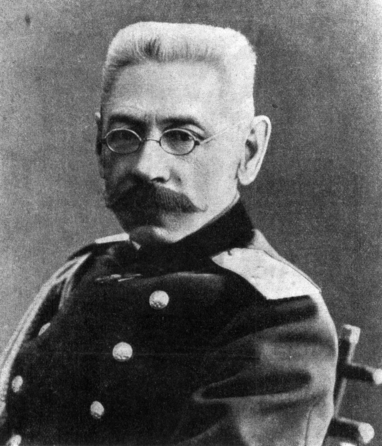 Jenderal Nikolay Ruzskiy (1854—1918).