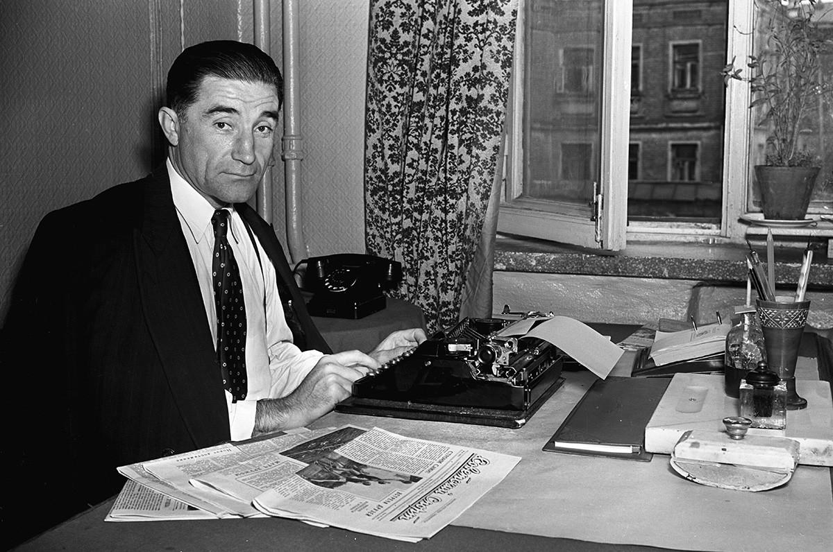 Андрей Старостин в своем кабинете
