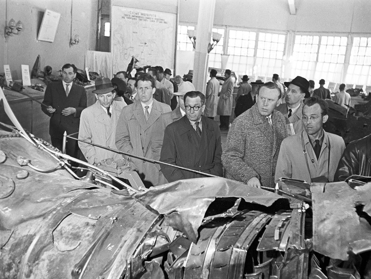 Frammenti dell'aereo U2 abbattuto e guidato dal pilota americano Francis Gary Powers, esposti al parco Gorkij