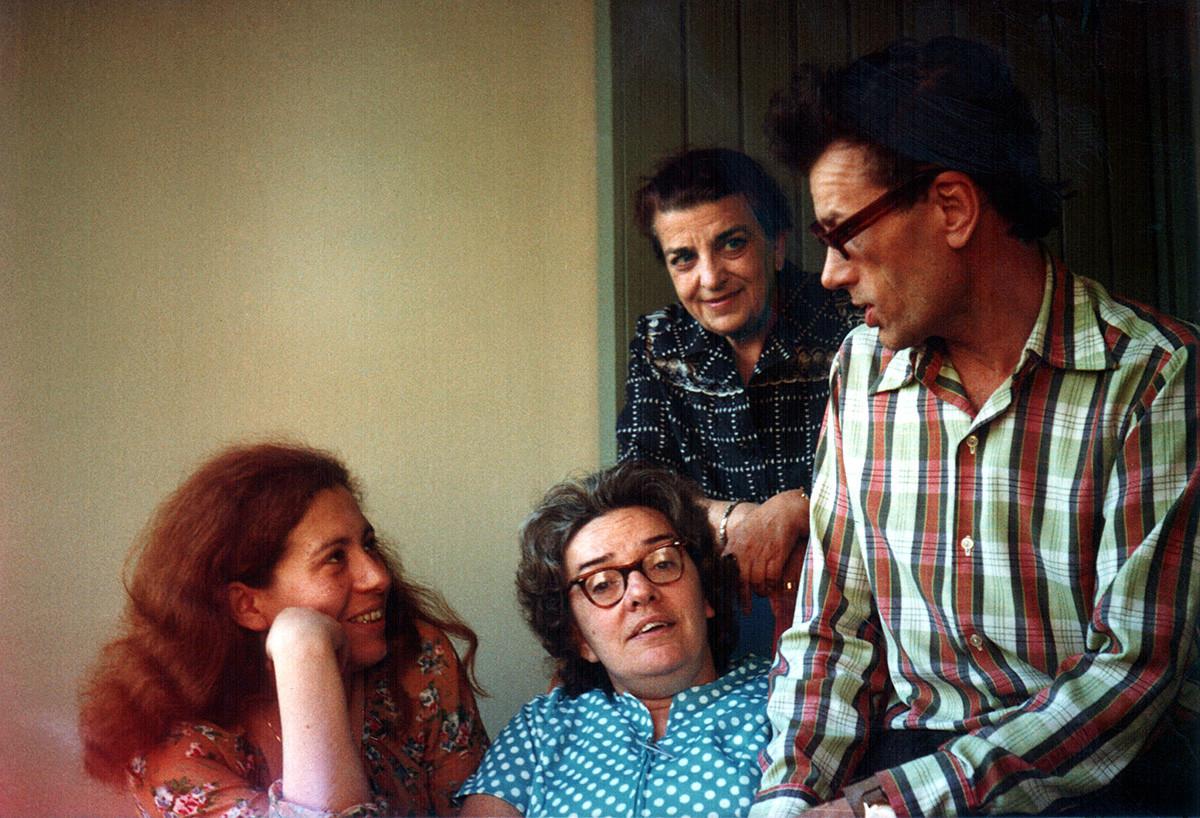 Da sinistra: i dissidenti sovietici Julija Vishnevskaja, Ljudmila Alekseeva, Dina Kaminskaja, Kronid Lyubarsky. Monaco, 1978