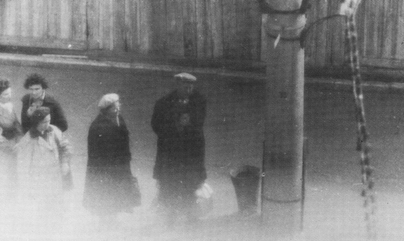 Телефонен стълб номер 35 на Кутузовски проспект, белязан от полковник Олег Пенковски като сигнал за изчистване на