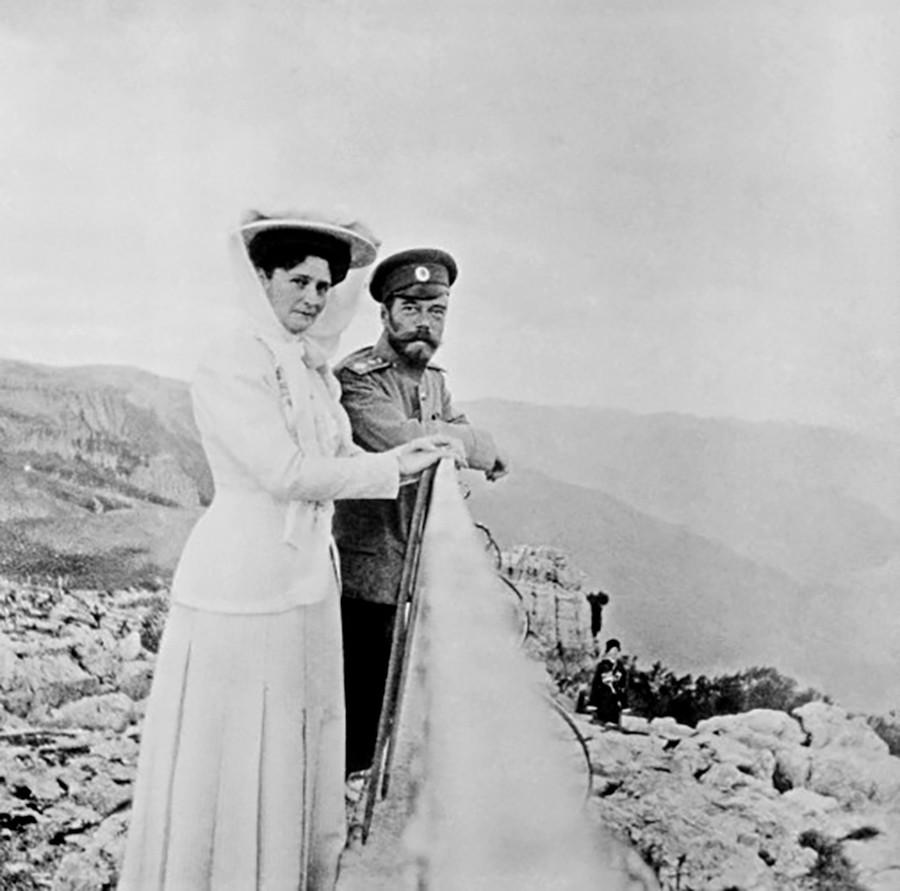 Nicolas II posant avec son épouse, Alexandra, années 1910