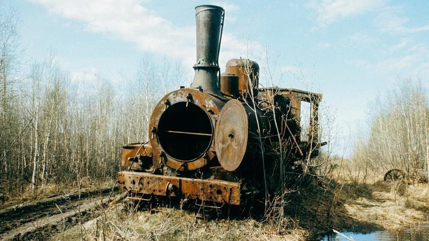 Заброшенный локомотив.