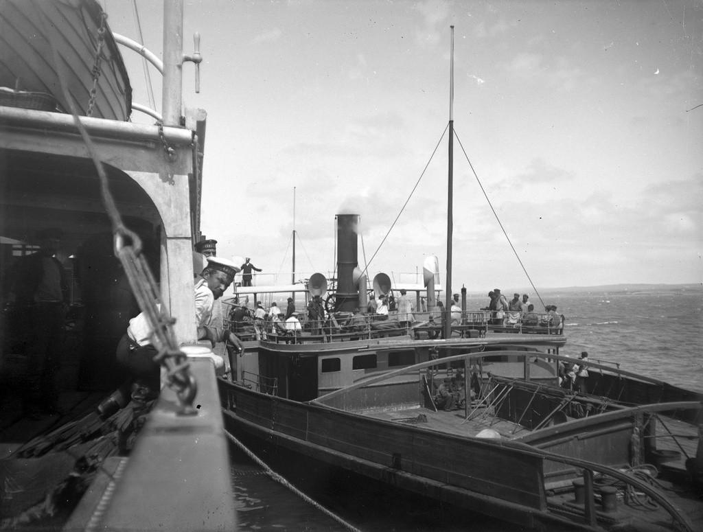 ヤルタでの船の接弦。1897年