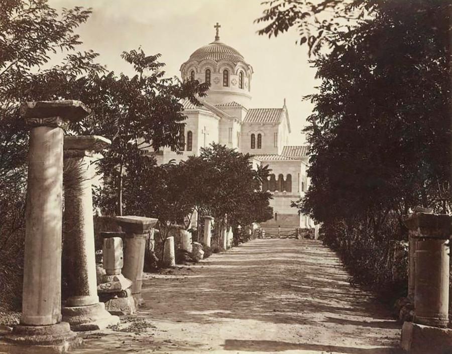 古代都市ケルソネソスに立つ聖ウラジーミル大聖堂。1890年代