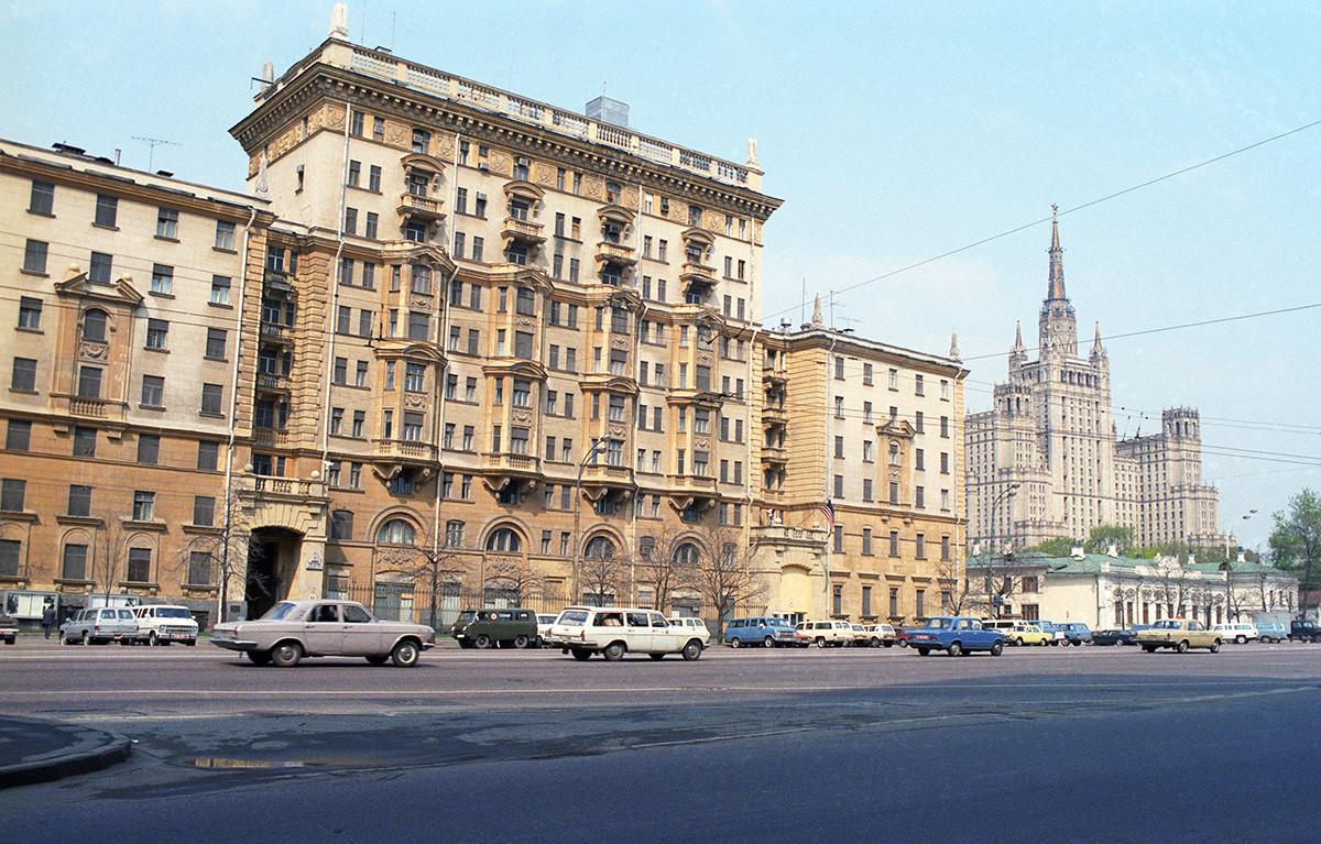 Moscú, URSS. Una vista del edificio de la Embajada de Estados Unidos.