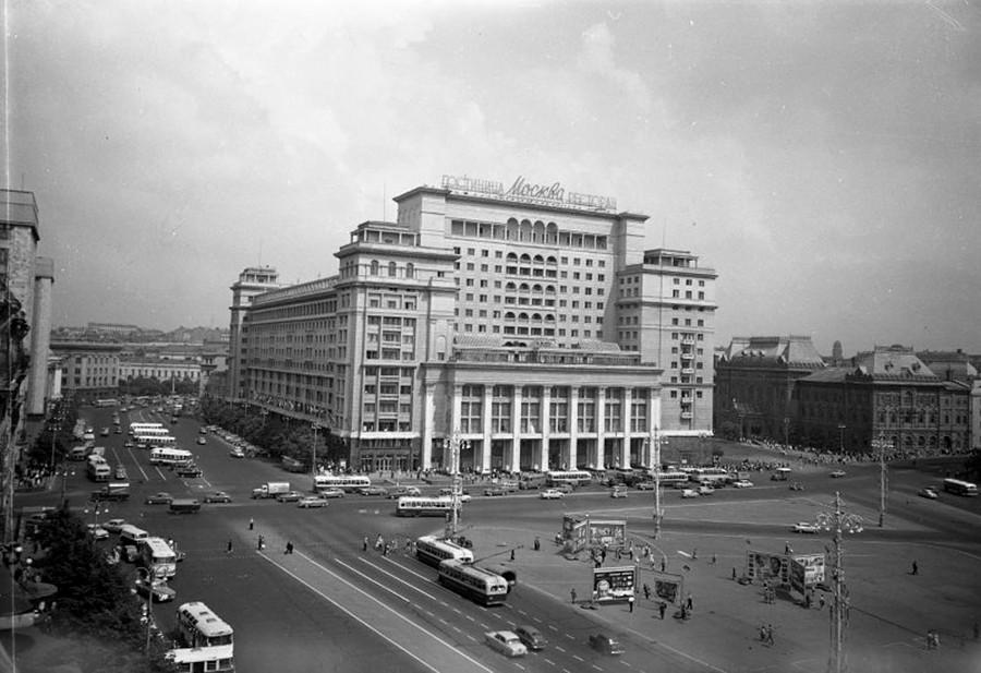 Piazza del Maneggio e l'Hotel Moskva