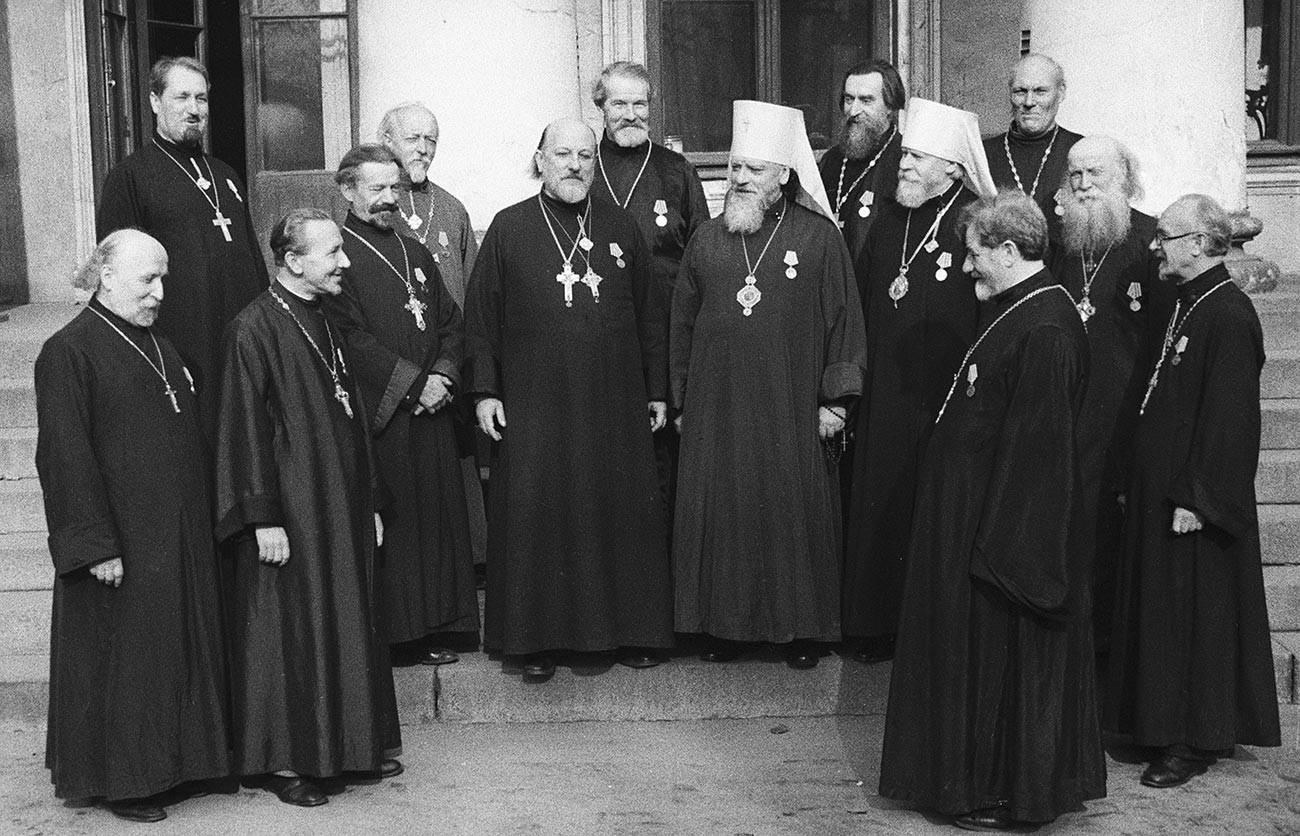 Prêtres orthodoxes le jour de la remise des médailles