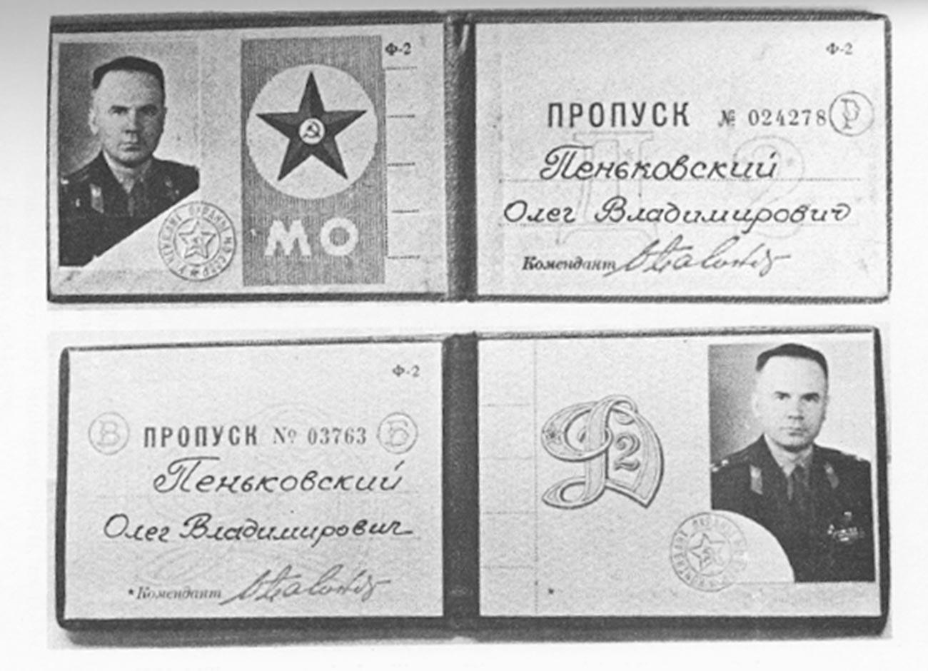 Kartu akses militer Kolonel Oleg Penkovskiy untuk masuk ke gedung Staf Umum dan Kementerian Pertahanan di Moskow.