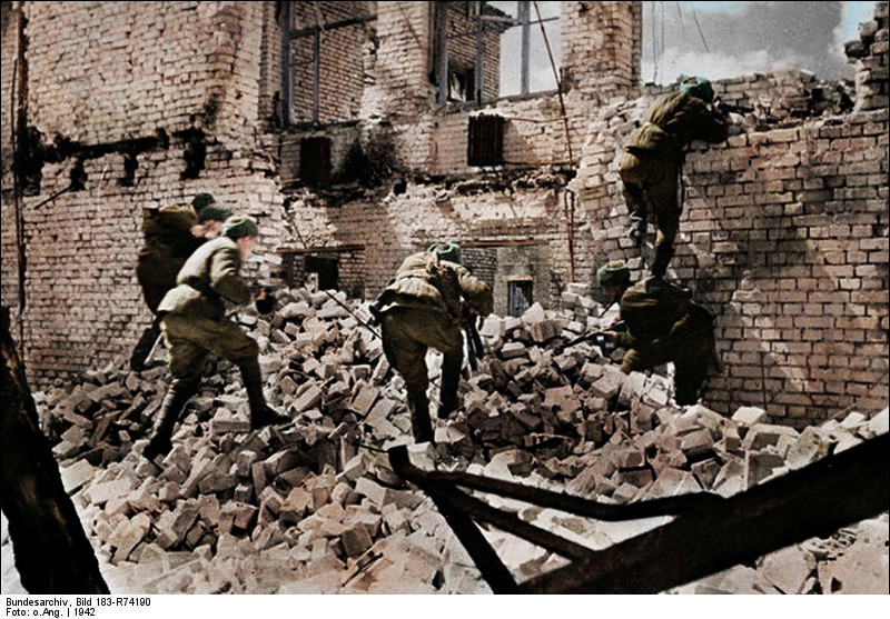 Soldados soviéticos em ataque