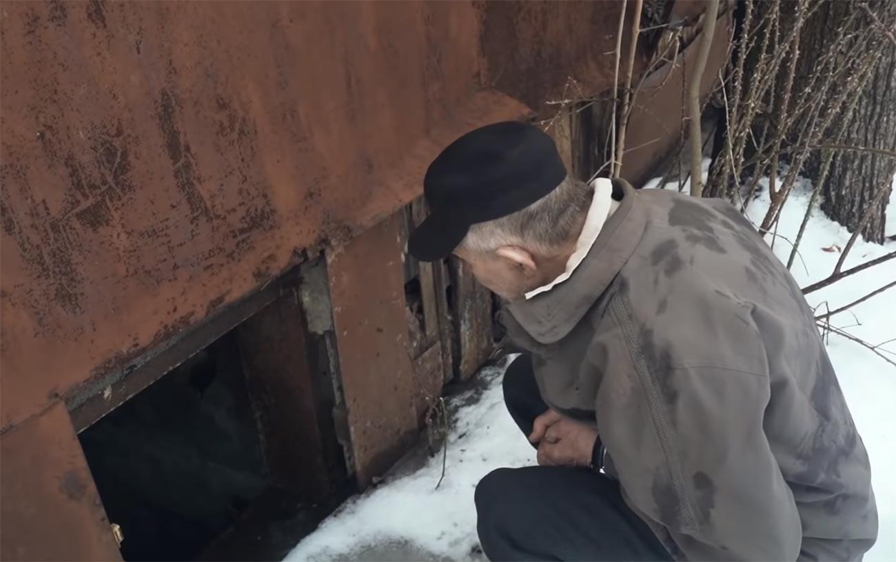 """Виктор Мохов испред улаза у """"бункер"""""""